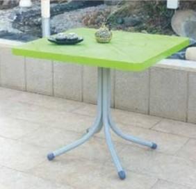 שולחן מרובע מפלסטיק